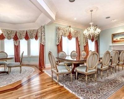 Lincoln Mansion Estate Sale