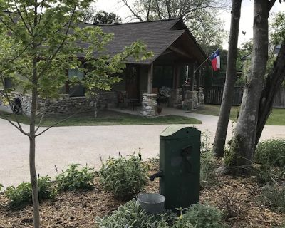 Carol's Cottage in the quaint Methodist Encampment neighborhood - Kerrville