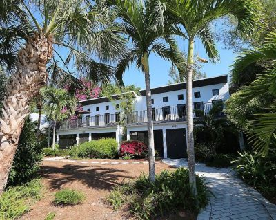 Two Bedroom Duplex, Located Only 7 Houses Away from The Gulf of Mexico! Bay Breeze - Captiva