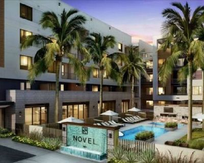 Luxury 2 BR/2 BA across from Tempe Town Lake