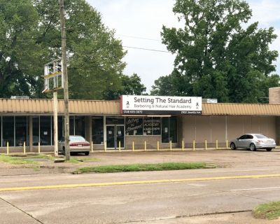4,000 SF Retail Building For Sale