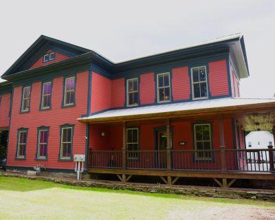 Point Mountain Guest House - A Village Standout - Hancock