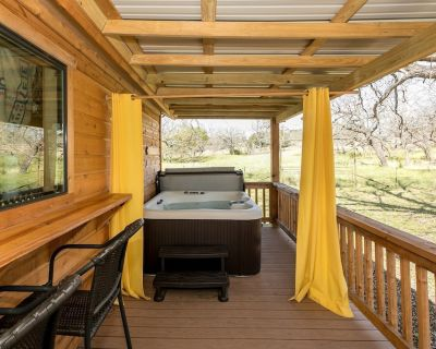 Mollie's Cabin | Hot Tub | Pet-Friendly - Fredericksburg