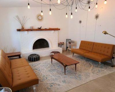 The Grove @ Joshua Tree + Hot Tub & Gameroom - Yucca Valley