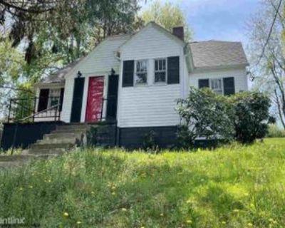 1016 E Brookside Dr, Fairmont, WV 26554 3 Bedroom House