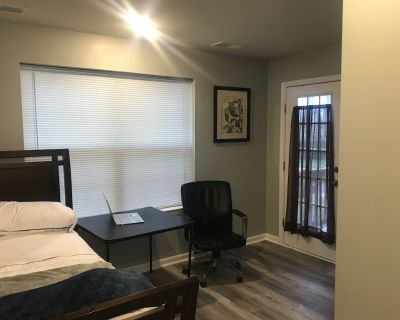 Comfy bedroom with exclusive full bath, patio and private entrance - Clarksburg
