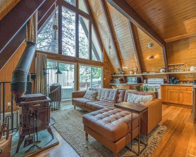 Upgraded dog-friendly A-frame cabin with deck and soft hot tub - Summit Estates
