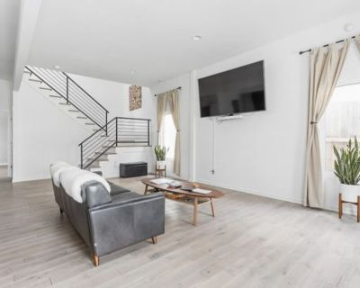 Sophisticated Minimalist In Hip Fountain Square