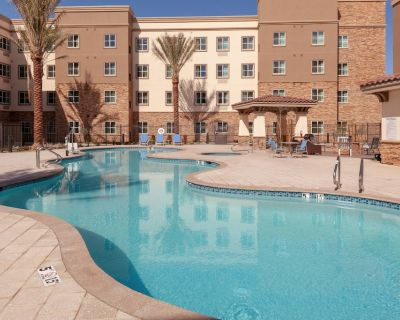 Outdoor Pool and Hot Tub + 24-Hour Business Center | Modern Studio in Phoenix Area - Gilbert