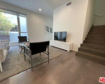 935 N San Vicente Blvd #1, West Hollywood, CA 90069 2 Bedroom Apartment