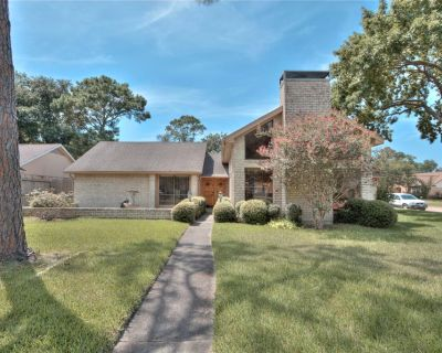 2702 S Pine Hill Drive, Pearland, TX 77581