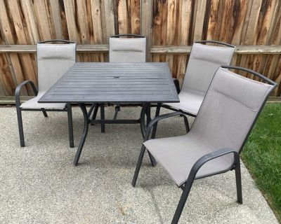 GUC Patio Table set with 4 chairs