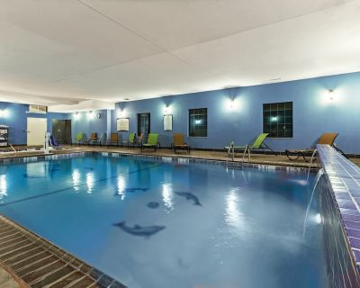 Equipped King Studio | Free Daily Breakfast, Indoor Pool + Fitness Center - Amarillo