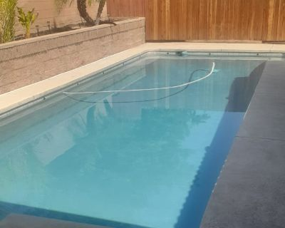 Private room with own bathroom - Oildale , CA 93308