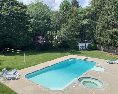 Ultimate Getaway! Heated Pool, Hot tub, Huge Party Deck, Volleyball - Cherry Hill