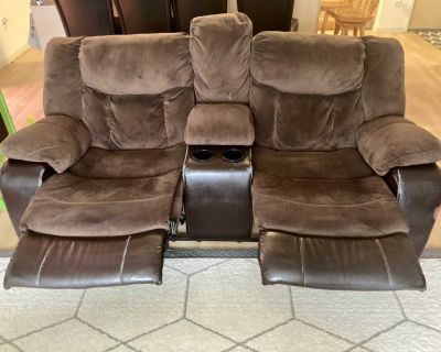 Manual Reclining Loveseat with console