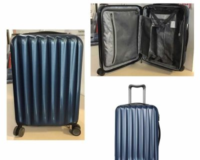 """Ricardo Big Sur 22"""" Hardside Carry-On Luggage Spinner with Packing Cubes- Pre-owned"""