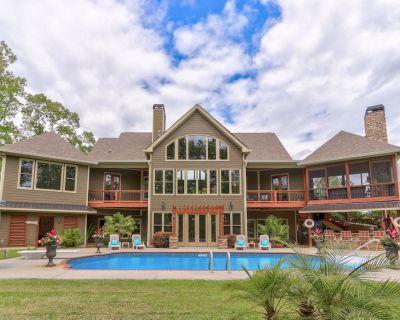 The Overlook - 5 Bedroom Luxury Retreat with Pool & Boat Dock - Gainesville