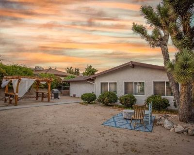 Yucca Valley Sunset Desert Oasis w/ Pool Table! - Yucca Valley