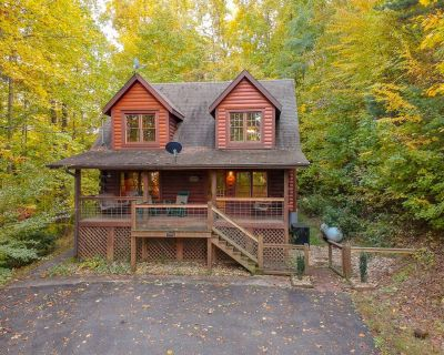 At Last: Shagbark Cabin with Hot Tub, Arcade Games, and More! - Pigeon Forge