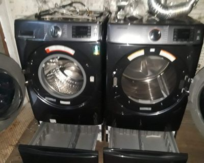Samsung front loading washer & dryer new w/pedestals