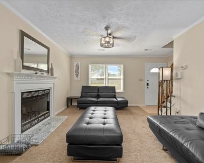 Spacious house by the BEACH, AFB, STORES and more. - Buckroe Beach