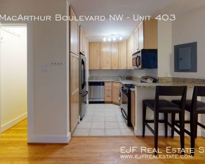 ONE MONTHS RENT FREE!!! MacArthur Park- Updated One Bedroom/One Bathroom W/Walk In Closets, Washer/Dryer Combo, & More!