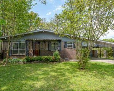 200 Oak Ln #1, Little Rock, AR 72205 3 Bedroom Apartment