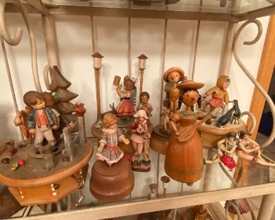PPPACKED!! THORNES MUSIC BOXES, ANTIQUE,VINTAGE DOLLS, LLADROS!! DONT MISS THIS..!!
