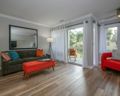 Stunning Remodel. Everything is new! 2 Bed 2.5 Bath Beach Arbor, Free Bikes! - South Forest Beach
