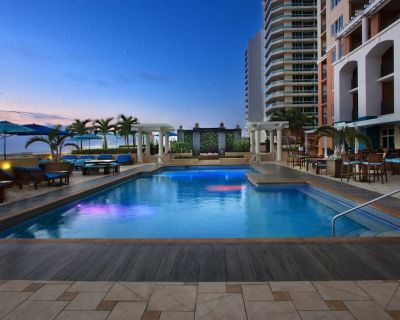 Prime Oceanfront 2-Bedroom Beachplace Towers Suite + Amenities - Central Beach