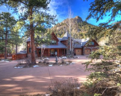 8 BR/8b Luxury Mtn Lodge on Fall River, 8,500 sq ft living space, 2 1/2 Acres - Estes Park