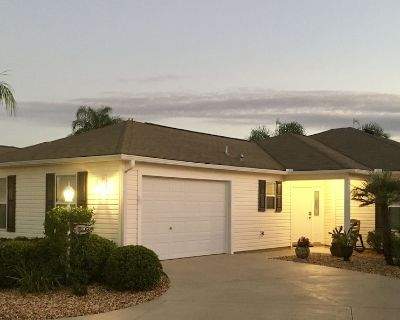 Cheerful, Courtyard Villa Close to Lake Sumter Landing, Walk to Pool, Yamaha GC - Sabal Chase