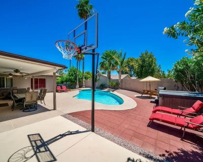 NEW LISTING! Private Oasis Right in Your Backyard Walk to Dining and Shopping! - Paradise Valley Village