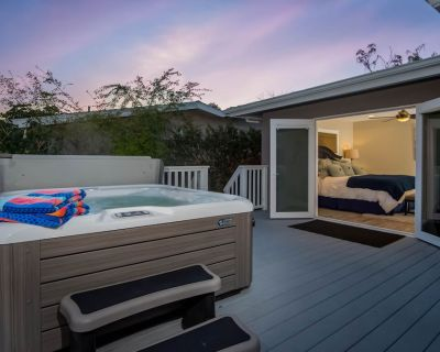 Contemporary home w/game room, private hot tub, 1/2 mile to beach! - San Clemente