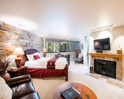 Deluxe Silver King Studio w/Wood-Burning Fireplace - Downtown Park City
