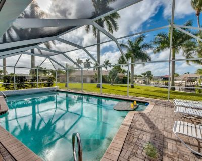 Swim Up Table in Htd Pool, South Exposure, 80 Glowing Reviews - Caloosahatchee