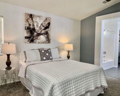 Oasis in the Ville--Three Bedroom Home- Sleeps 6 - Victorville