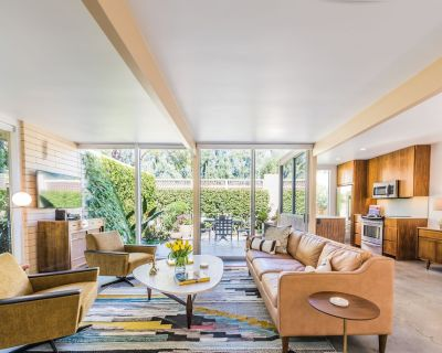 Beautifully Restored Mid-century Modern Condo With Mountain And Pool Views - Palm Springs