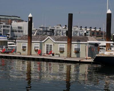 Visit Boston on Green Turtle Houseboat in Boston Harbor! Plenty of Fresh Air. - Thompson Square - Bunker Hill