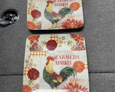 2 cute decorative rooster plates