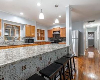 Room for Rent - a 5 minute walk to bus 194 and 55, Forest Park, GA 30297 1 Bedroom House