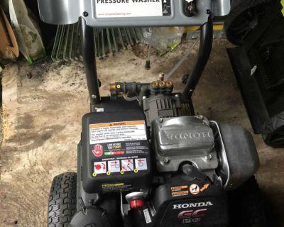 Simpson, Honda motor, like new Pressure Washer