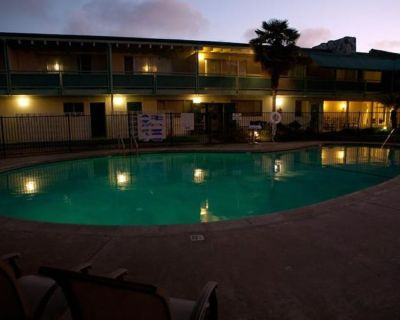 AN ADVENTURE AWAITS! 2 COZY UNITS, POOL, CLOSE TO ATTRACTIONS - Alameda