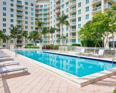 One bedroom apt just 1 mile to the beach with pool, gym, and playroom! - Boynton Beach
