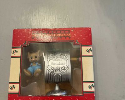 Enesco MAKiNG A POINT Ornament 1988 Treasury of Christmas Mouse Pencil Sharpener
