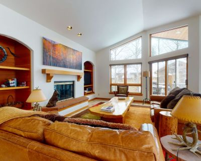 Spacious Duplex w/Private Hot Tub, Fireplace, Gas Grill, High-Speed Free WiFi - Vail