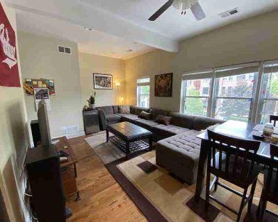Chicago, 4 bedrooms, 3 bathrooms duplex Lakeview: Racine @