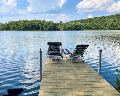 NEW! Bright Swan Lake Getaway w/ Canoe & Hot Tub! - Swan Lake