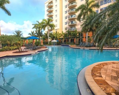 Relax at our Palm Tree secluded Resort with a poolside bar and waterslide - Pompano Beach